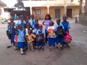 Kinder des Ijamido children's home in Nigeria